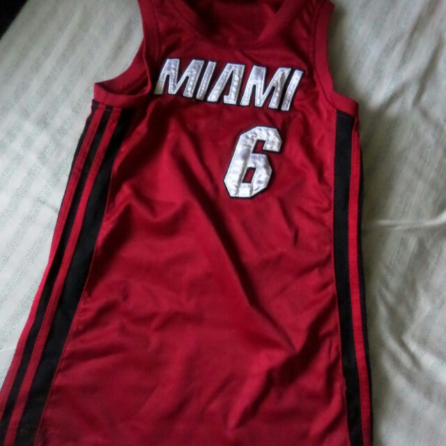 competitive price fc109 acbae Miami heat jersey, Women's Fashion, Clothes on Carousell