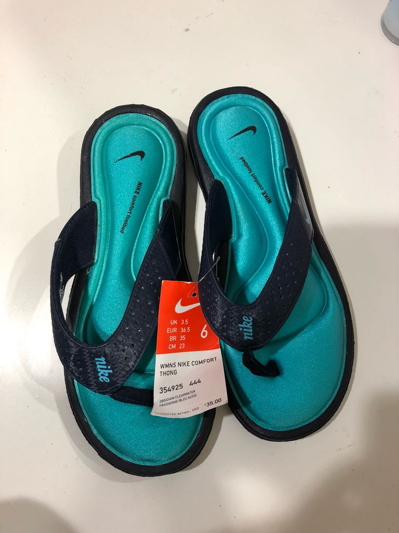 Nike slippers in size 6