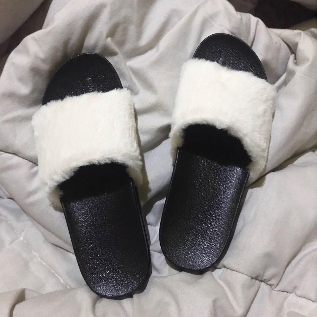 Sandal / sendal / sandal bulu / sendal jely