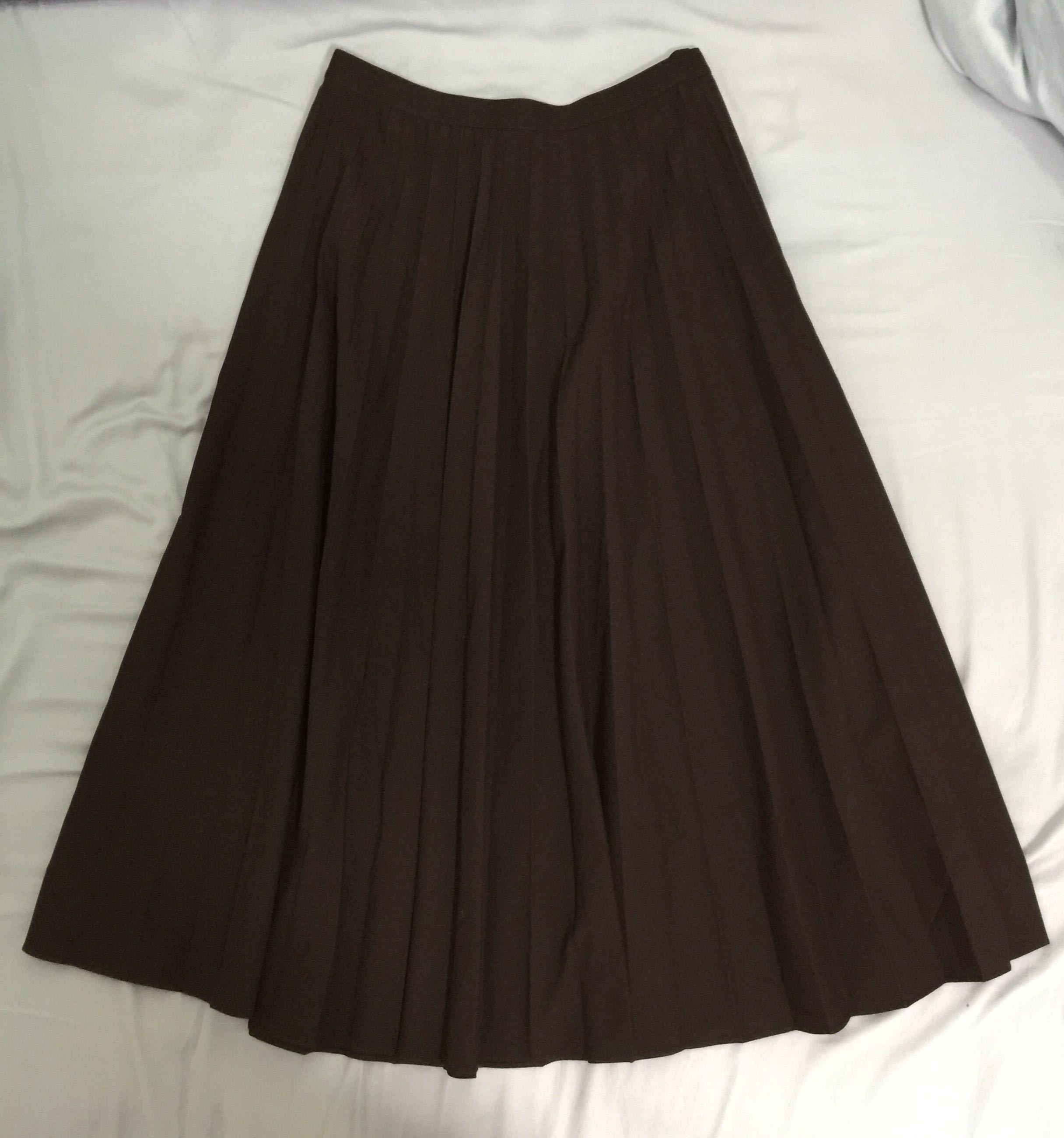 6e59c7391a Uniqlo Maroon Pleated Skirt, Women's Fashion, Clothes, Dresses ...