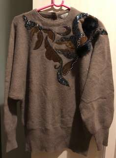 有刺鏽純羊毛過頭笠上衣