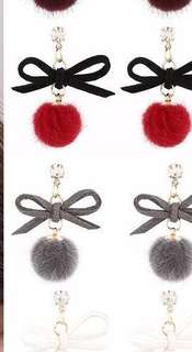 Pompon earrings (available grey)