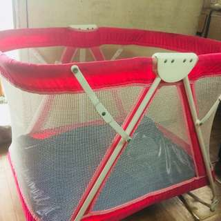 baby crib and rocker 2 in 1 (Giant Carrier) color pink 2nd hand