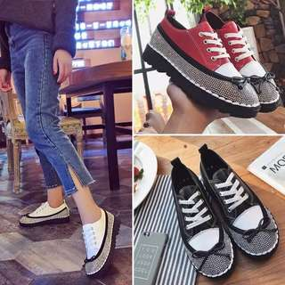 Spring new 2018 women's singles shoes Korean fashion flat bottom diamond casual shoes lace soft sister college thick platform shoes