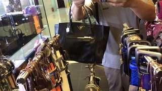 Prada 全真皮 手挽袋 購自意大利 保證真品