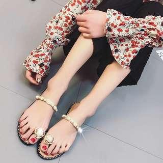 (35~40) Slipper female summer wear flat bottom 2018 new Korean version of the wild pearl rhinestone toe shaped half slippers women