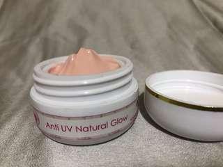 Sunblock bb cc cream cover flaws natural glow dengan spf 30 menangkal radikal bebas aman dokter