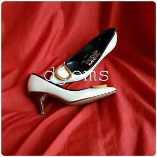 SZ 5 SALVATORE FERRAGAMO SAFFIANO POINT TOE LOW HEELS SHOES