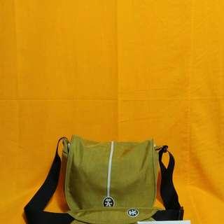 Crumpler sling bag original