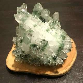 录幽灵水晶柱 1.26KG GREEN PHANTOM CLUSTERS WITH PREMIUM WOODBASE