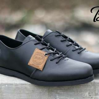 Bradley's Houbis Low Black material Kulit Pull Up | size 39-43