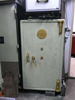 Antique Safe size 80w84d142h with complete key (clearing stock ,self collection)