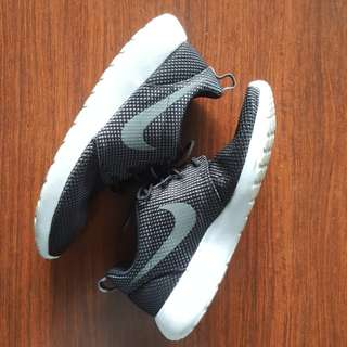 Nike Roshe Run One (like new)