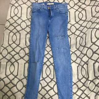 Bershka 彈性修身牛仔破褲Size:36
