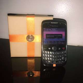 preloved Blackberry Curve + Free adaptator and Freebies