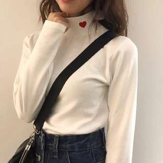 ♡愛心刺繡高領上衣