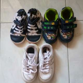 For baby boy Shoes size 22-23