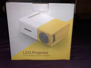 LED PROJECTOR - Light and Portable