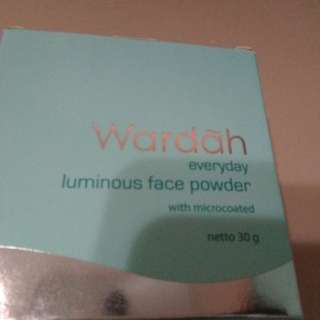 BN Wardah luminous loose powder