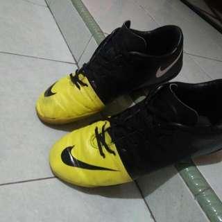 Sepatu Futsal Nike Mercuria Size 43
