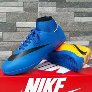 Sepatu futsal terlaris merk Nike
