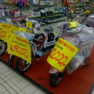 Cukup bayar Rp. 199.000 bisa bawa pulang sepeda listrik ini