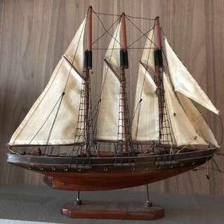Model sail ship collectible