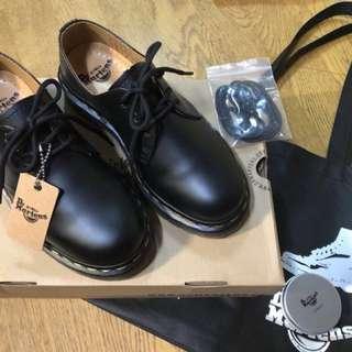 3孔 Dr.martens 23.5cm 馬丁鞋9.9成新!落地一次 附專門用保養鞋油/替換鞋帶/鞋盒/鞋盒袋