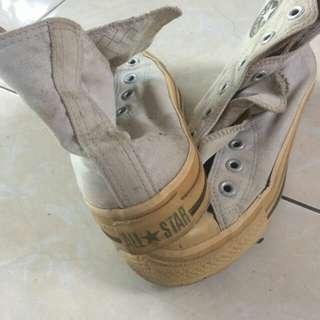 Sepatu cats tinggi