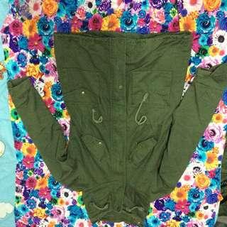 軍綠色長版外套