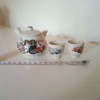 Miniature teapot and cups