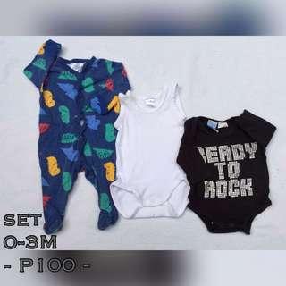 Preloved onesie set 0-3M