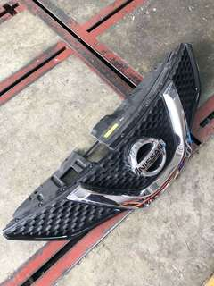 Nissan qashqai front grill