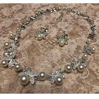 [100%全新] 新娘4瓣花型閃鑽珍珠首飾(頸鍊連耳環)
