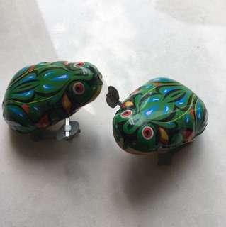 懷舊鐵皮青蛙2隻