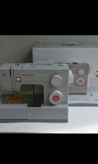 Singer sewing machine 4423 Heavy duty