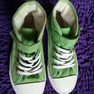 H n M shoe
