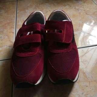 Sepatu anak tomkins