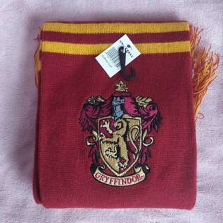 BNWT Harry Potter Gryffindor scarf