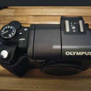 OLYMPUS E300