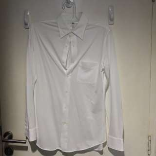 Kemeja Putih UNIQLO cocok buat jas