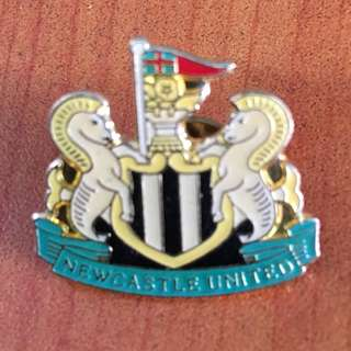 Collectibles vintage NEWCASTLE UNITED SOCCER PIN BADGE