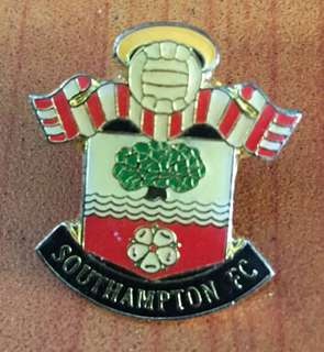 Collectibles vintage...SOUTHAMPTON FC SOCCER PIN BADGE