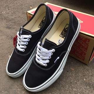 Vans AU black white