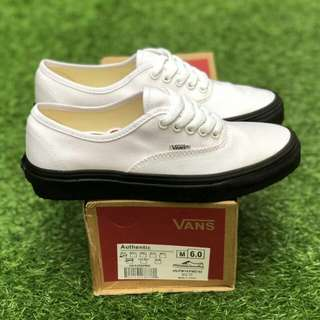AUTHENTIC WHITE BLACK  PREMIUM WAFFLE ICC BNIB (Brand New In Box) FULL TAG BARCODE MADE IN CHINA 39/40/41/42/43