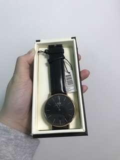 Daniel Wellington 男裝 40mm 黑色皮錶 手錶