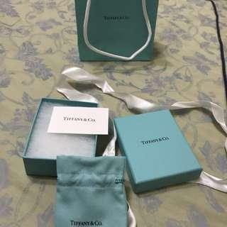 Tiffany &Co. 紙盒及紙袋(購於美國、但手鍊不見了...只好出賣它的殼)