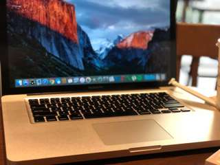 Macbook Pro Mid 2010 15 Inch 2.4 GHz Intel Core i5 Complete 98% Smooth