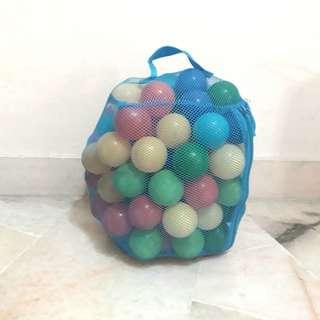 100 Plastic balls