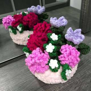 Crochet flowers in basket - carnations